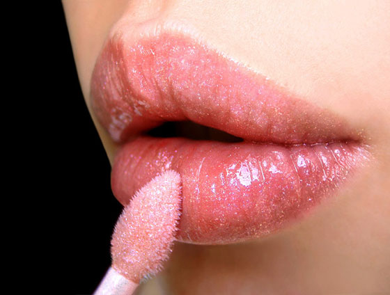 How to use lip gloss