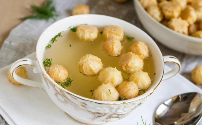 Chicken broth with profiteroles