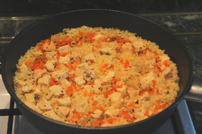 How to cook pilaf with chicken in the pan?