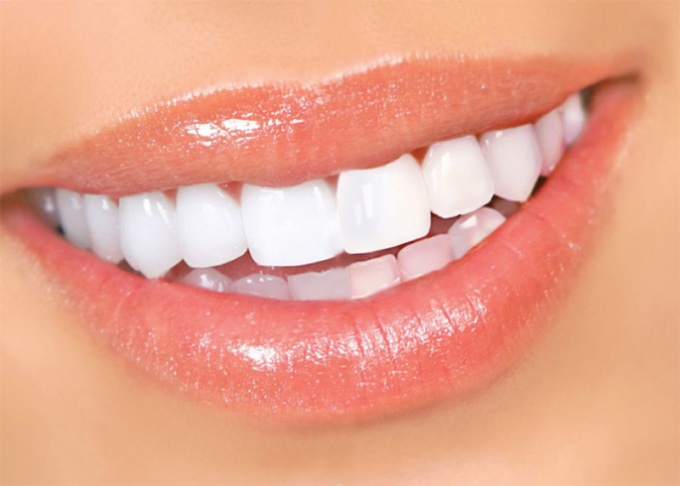 White smile - a sign of health and beauty
