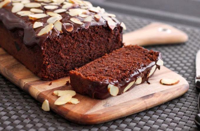 Как приготовить шоколадный кекс с миндальными хлопьями