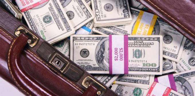 Как вывезти валюту из России?