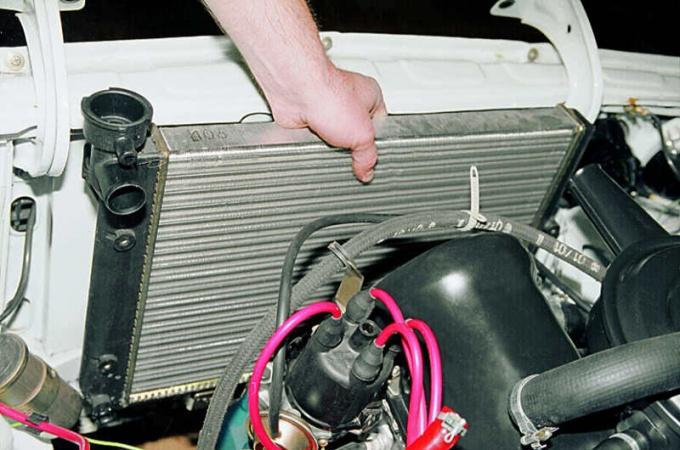 Замена радиатора ВАЗ 2104