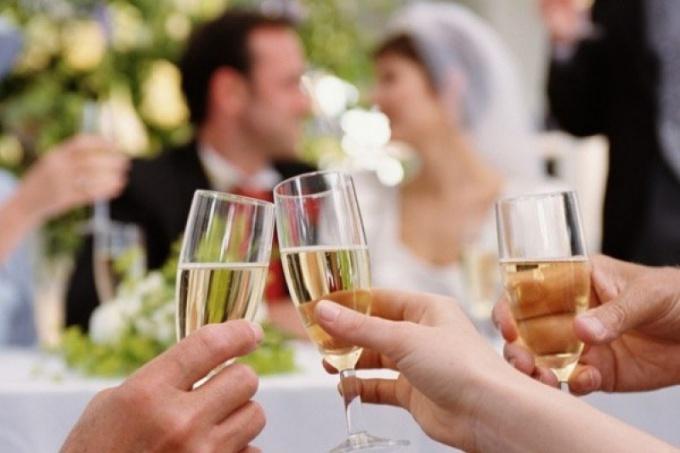 Как свидетелю говорить тост на свадьбе