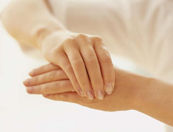 Что делать, если не проходит онемение рук