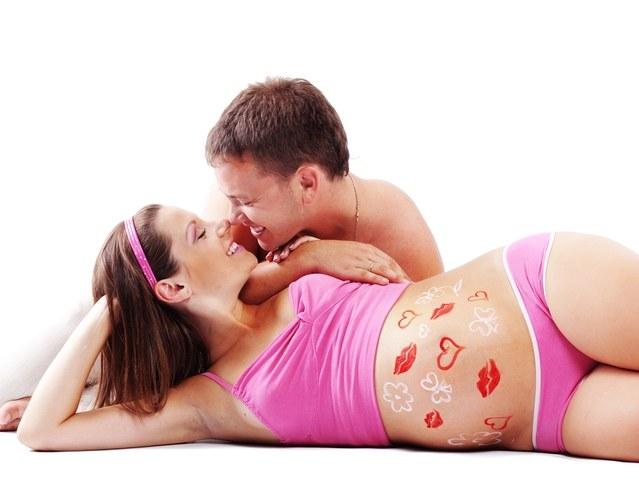 Можно ли заниматься любовью во время беременности — Секс