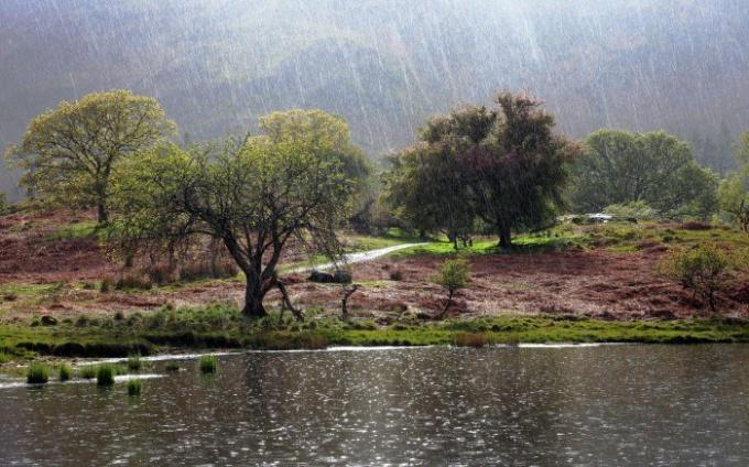 Дождь над рекой