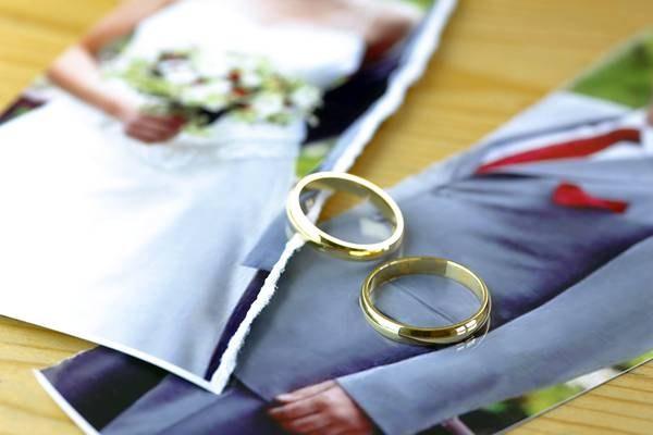 Кольца сняты, фото порвано - развод!