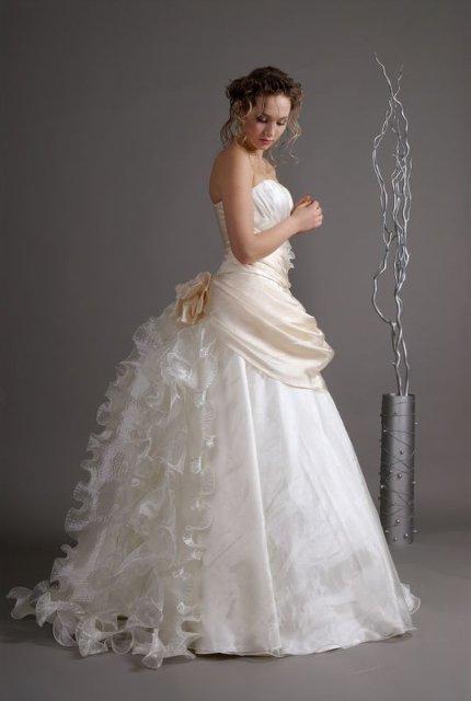 Что скрывается под подолом свадебного платья