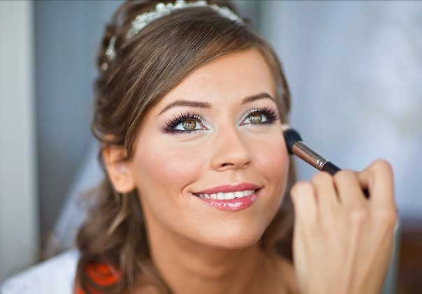 Benefits of a beauty salon in front of a home makeup for the bride