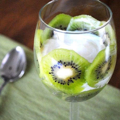 Как приготовить халвичный десерт с киви