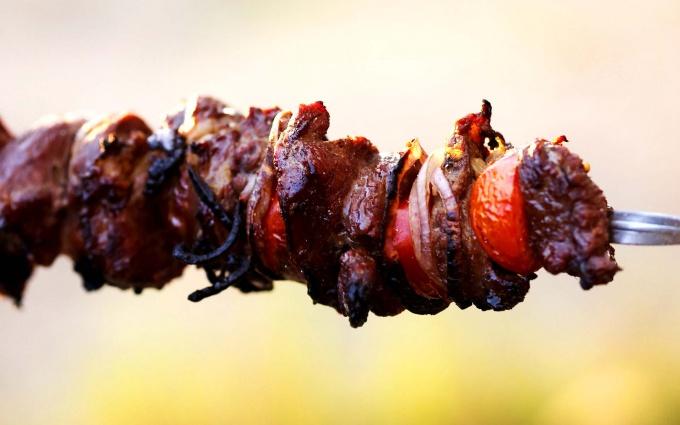 Как мариновать мясо на шашлыки