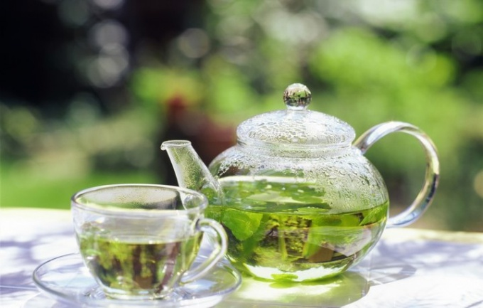 What is the difference between black and green tea