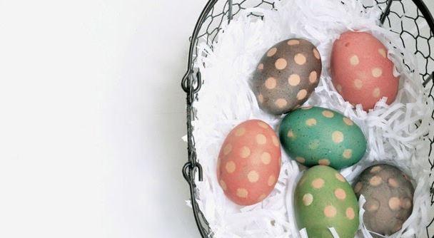 Как сделать яйца в горошек на Пасху