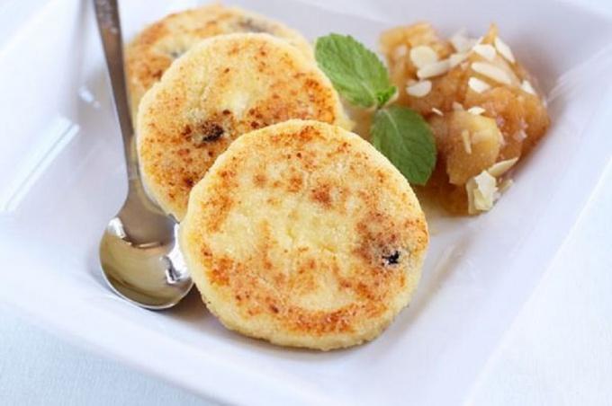 Сырные пончики с манной крупой