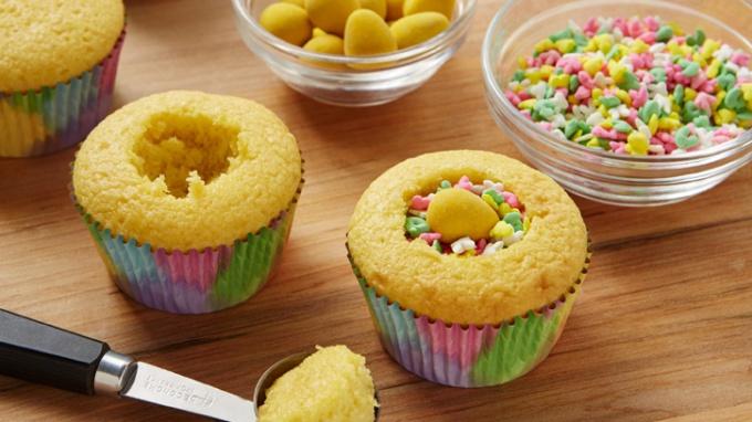Как сделать кексы с сюрпризом на Пасху