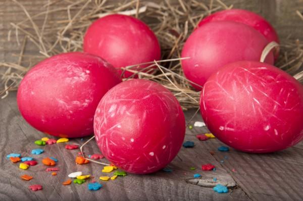 Как окрасить яйца на Пасху свекольным соком