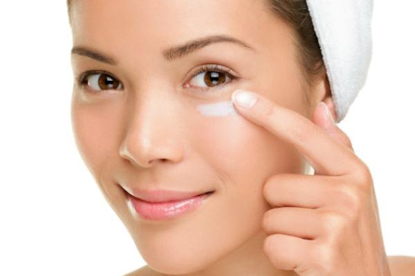 Как делать маски для кожи вокруг глаз