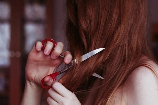 Можно ли самому себе стричь волосы