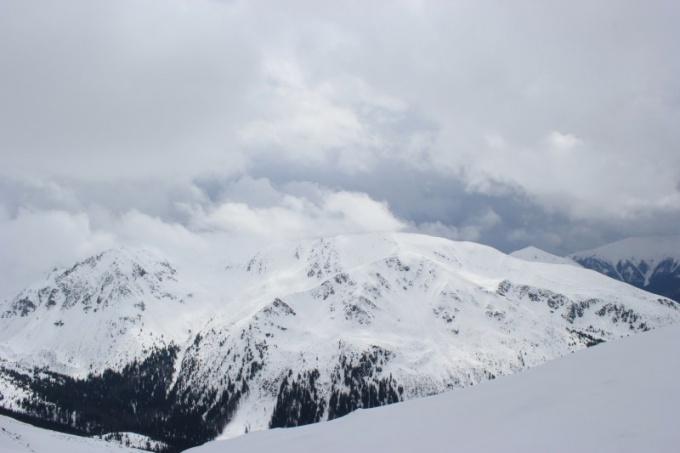 Снежные вершины спят до весны