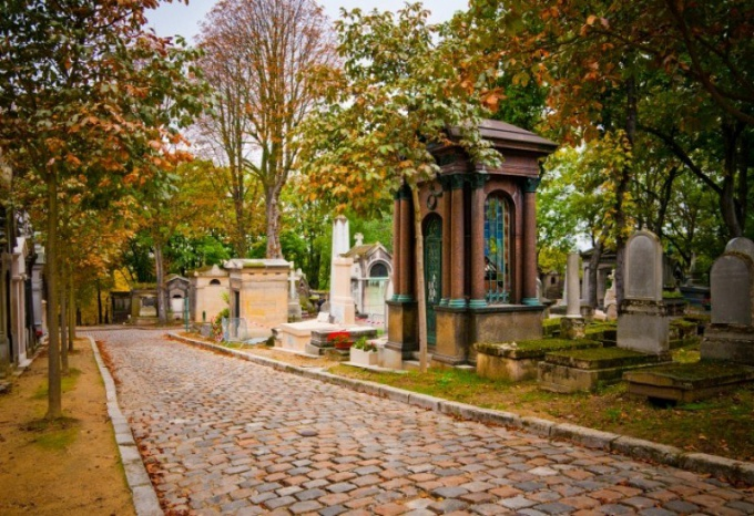 Тропинки кладбища Пер-Лашез