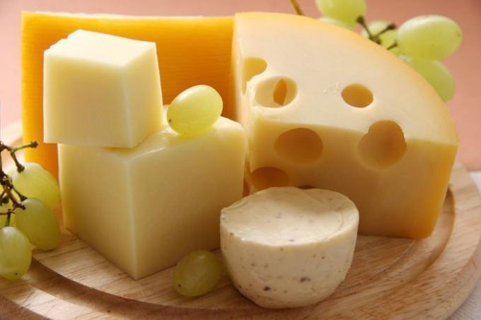 Сыр содержит в себе целый комплекс полезных для организма минералов и витаминов