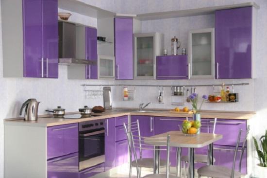 Интерьер кухни в сиреневом цвете