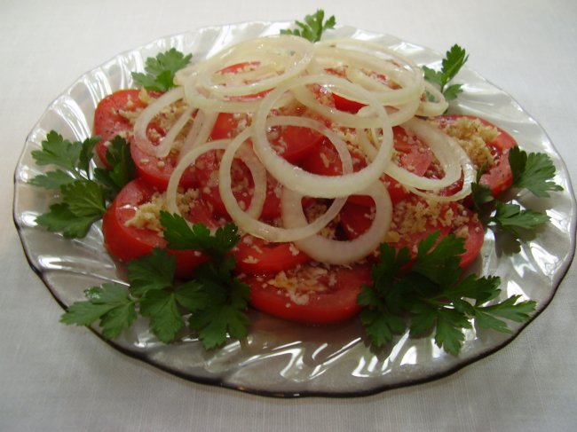 How to cook tomato salad with peanuts