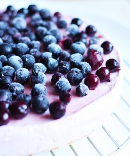 Торт - мороженое с ягодами