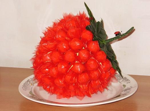 Как сделать клубнику из конфет