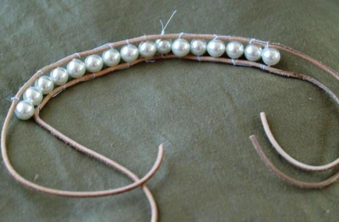 Как сделать браслет из кружева и жемчуга