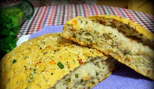 Как приготовить хлеб с томатами и зеленью