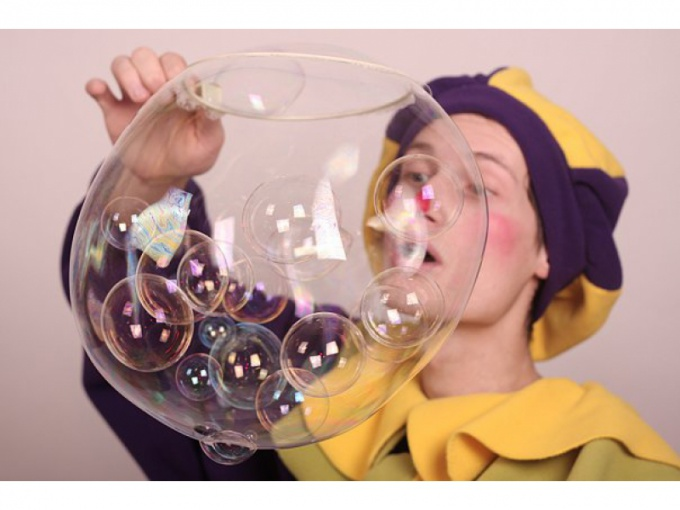 Experiments with soap bubbles