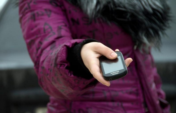 Позвонить в службу поддержки Билайн можно с мобильного телефона