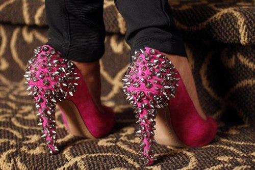 Как и с чем носить туфли с шипами