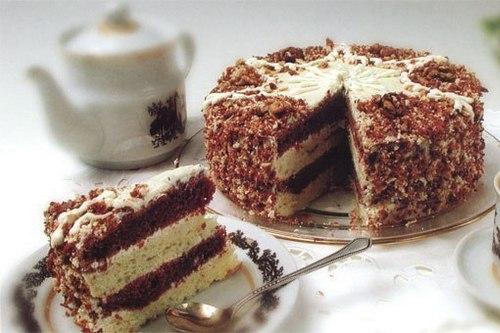 Cake from cream and condensed milk