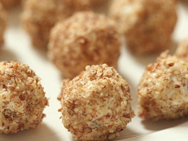 Сырные шарики с фисташками в грецких орехах