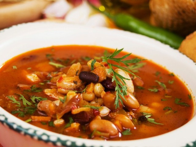 Суп из фасоли с копченостями рецепт