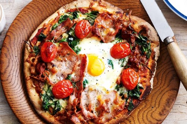 Флорентийская пицца с яйцами