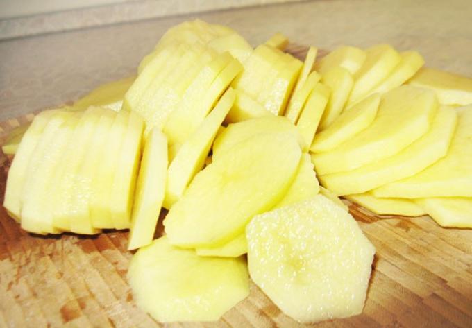Картофель, нарезанный кружочками
