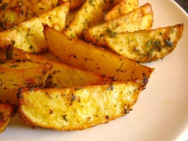 Картофель, порезанный ломтиками