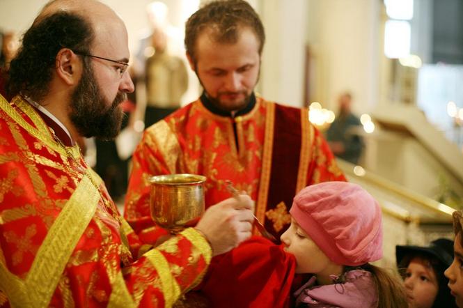 Как проходит причастие в христианской церкви