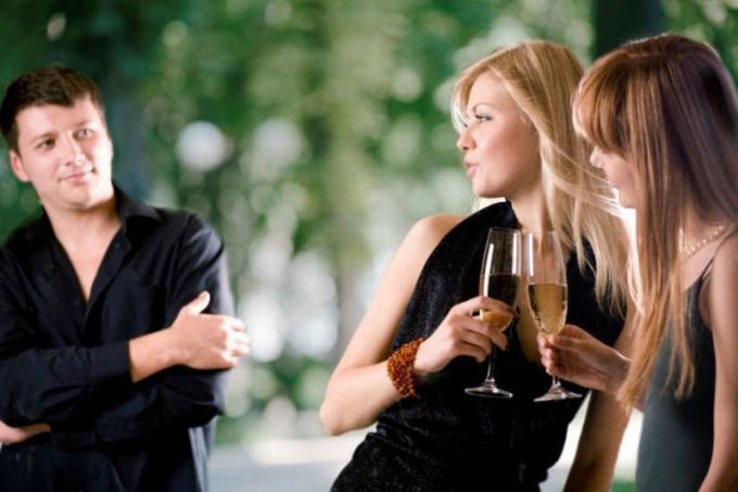 Как проще познакомиться с девушкой
