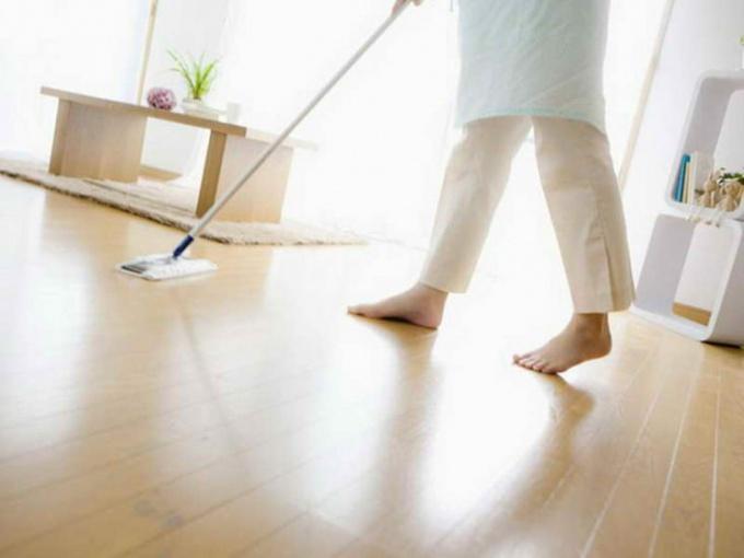 Как правильно мыть пол из ламината