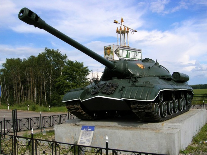 Seeing from afar this tank during the Second world war, know that the Museum next!