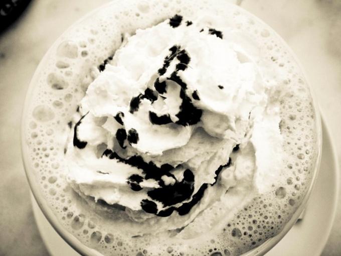 Для коктейля лучше использовать обычное сливочное мороженое