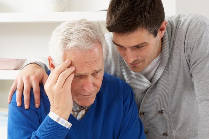 Болезнь Альцгеймера: симптомы и лечение