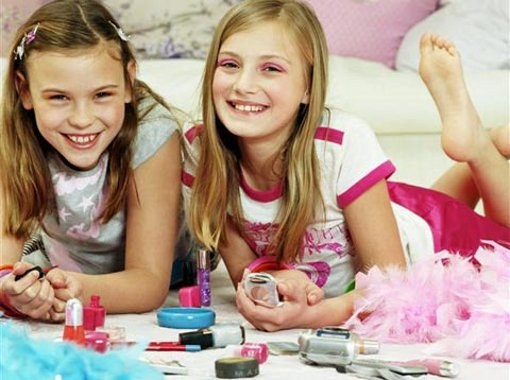 Дети и декоративная косметика: когда можно начинать краситься?