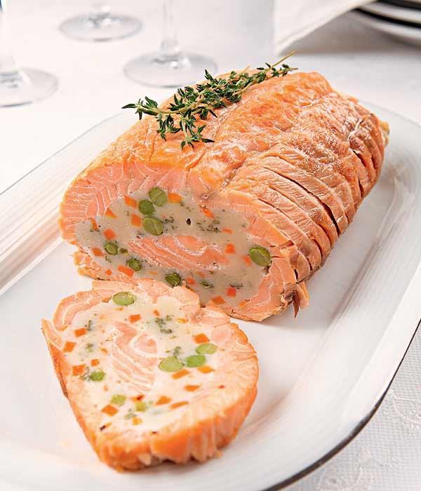 Как приготовить праздничный рулет из лосося