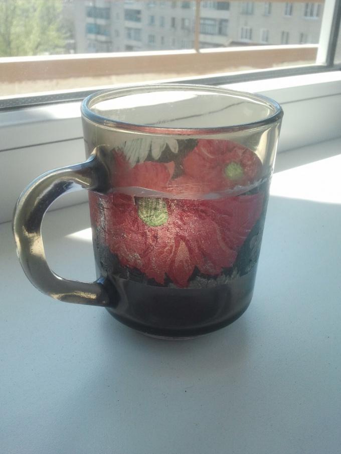 Стеклянный стакан в технике декупаж